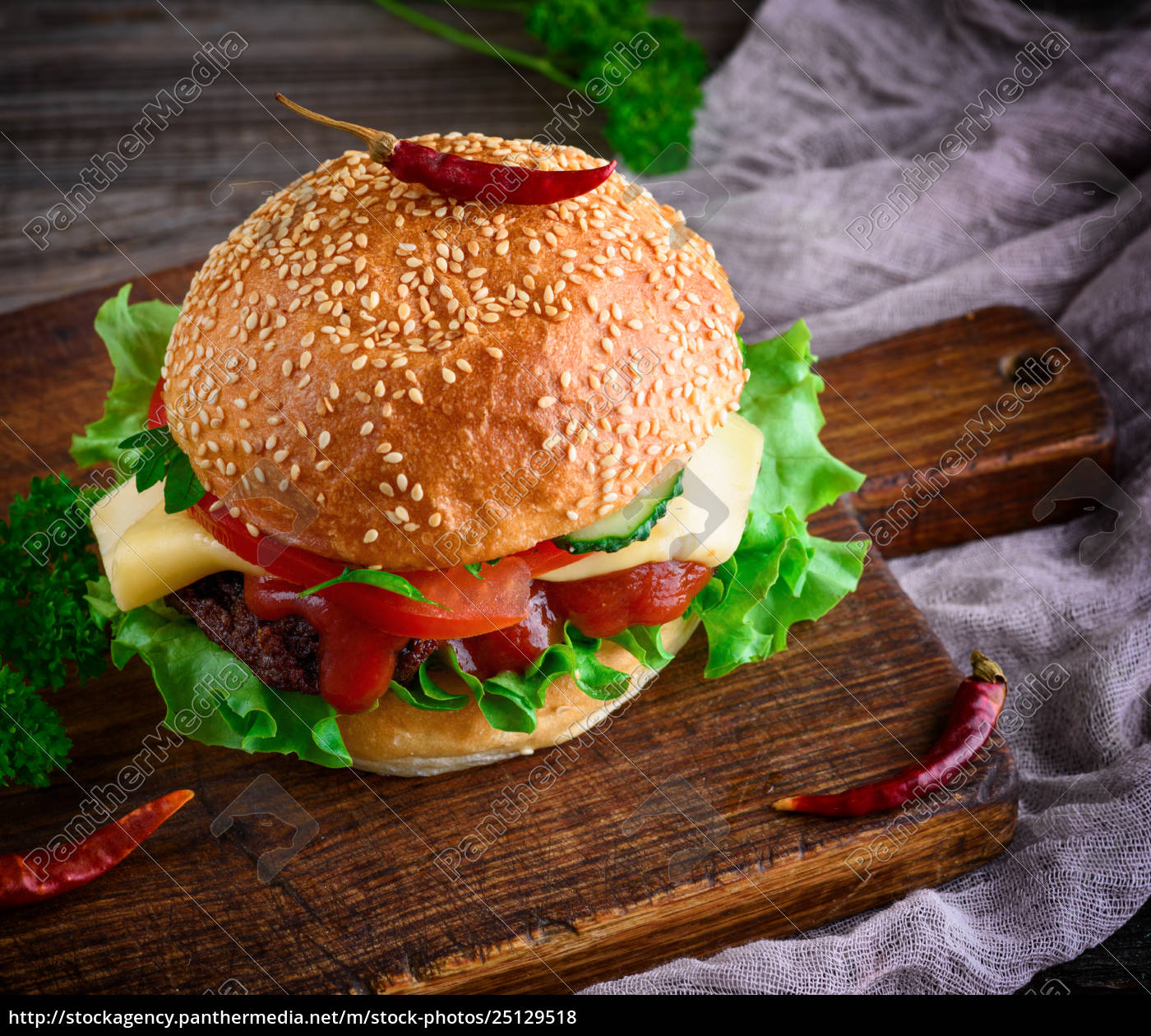 hamburger, with, beef, , cheese, and, vegetables - 25129518