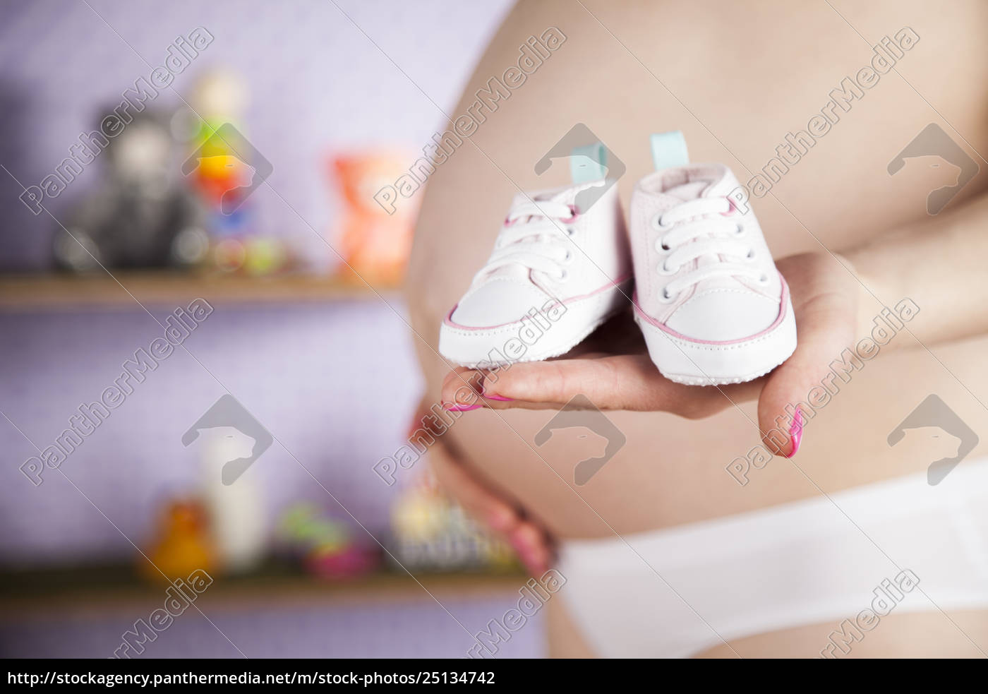 pregnant, woman, holding, a, pair, of - 25134742