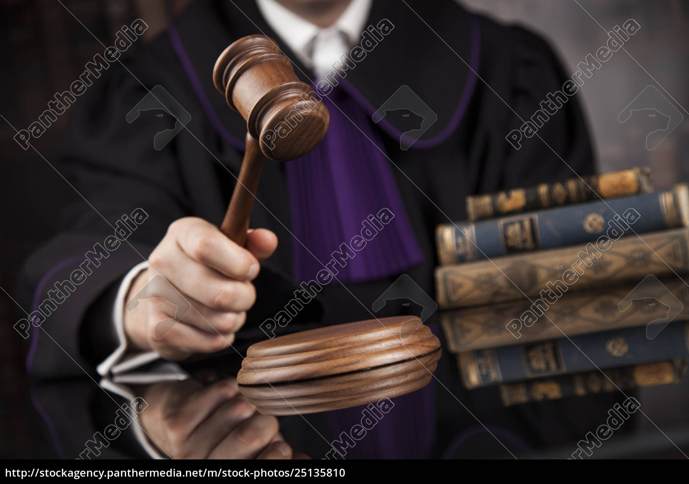 courtroom, , judge, , male, judge, in, black - 25135810