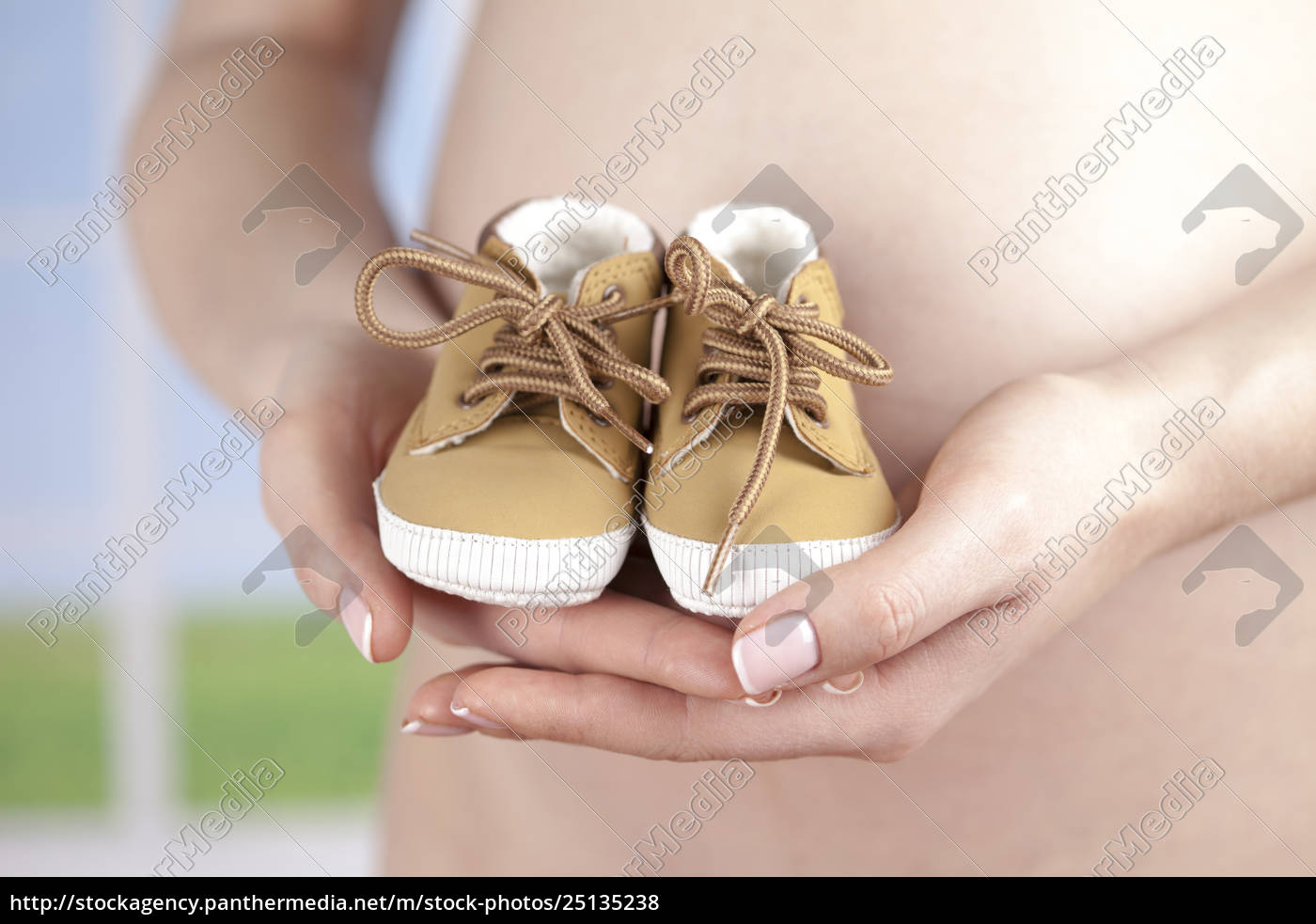 pregnancy, concept, , female, hands, shoes - 25135238