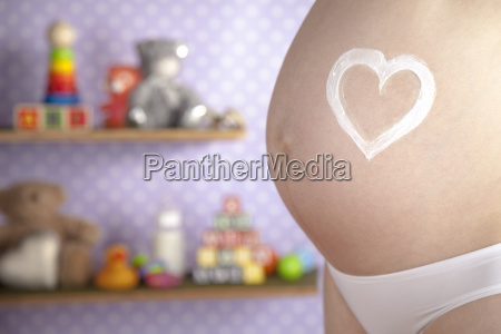 pregnant, woman, holding, a, heart - 25135526
