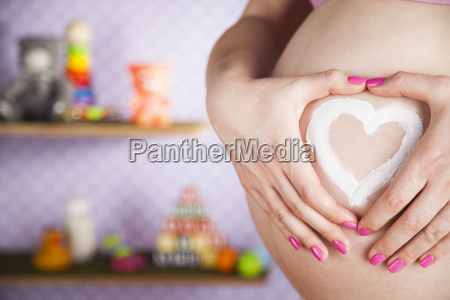 pregnant, woman, holding, a, heart - 25136120
