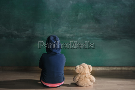 little, girl, with, teddy, bear, sitting - 25137240