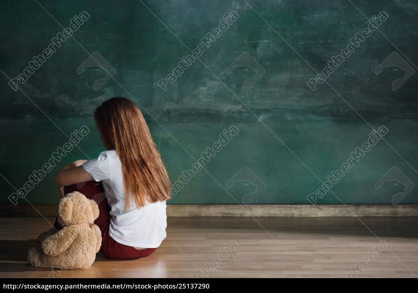 little, girl, with, teddy, bear, sitting - 25137290