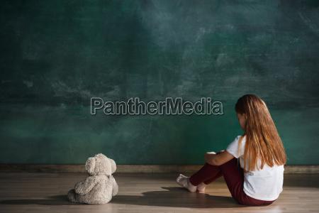 little, girl, with, teddy, bear, sitting - 25137324
