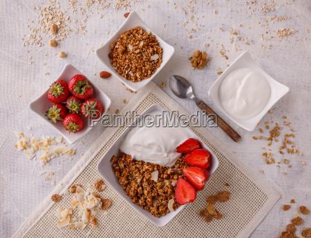 bowl, of, homemade, granola - 25140514