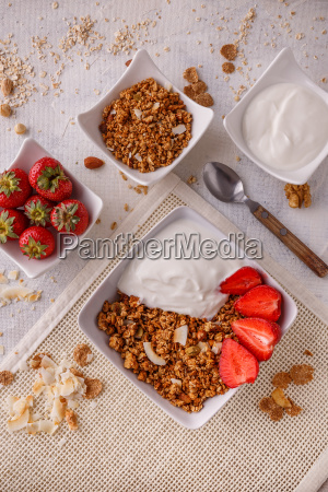 bowl, of, homemade, granola - 25140528