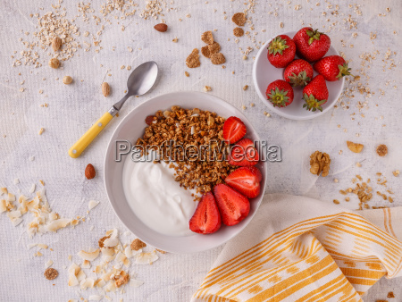 tasty, granola, with, yogurt - 25140530