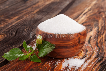 crystal sugar in wooden bowl