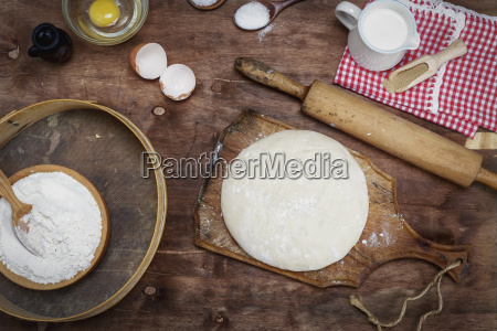 dough, made, from, white, wheat, flour - 25145006