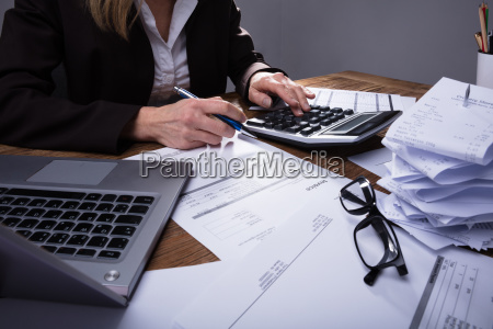 businessperson, calculating, invoice - 25147824