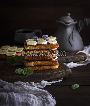 french, toast, on, a, brown, wooden - 25147644