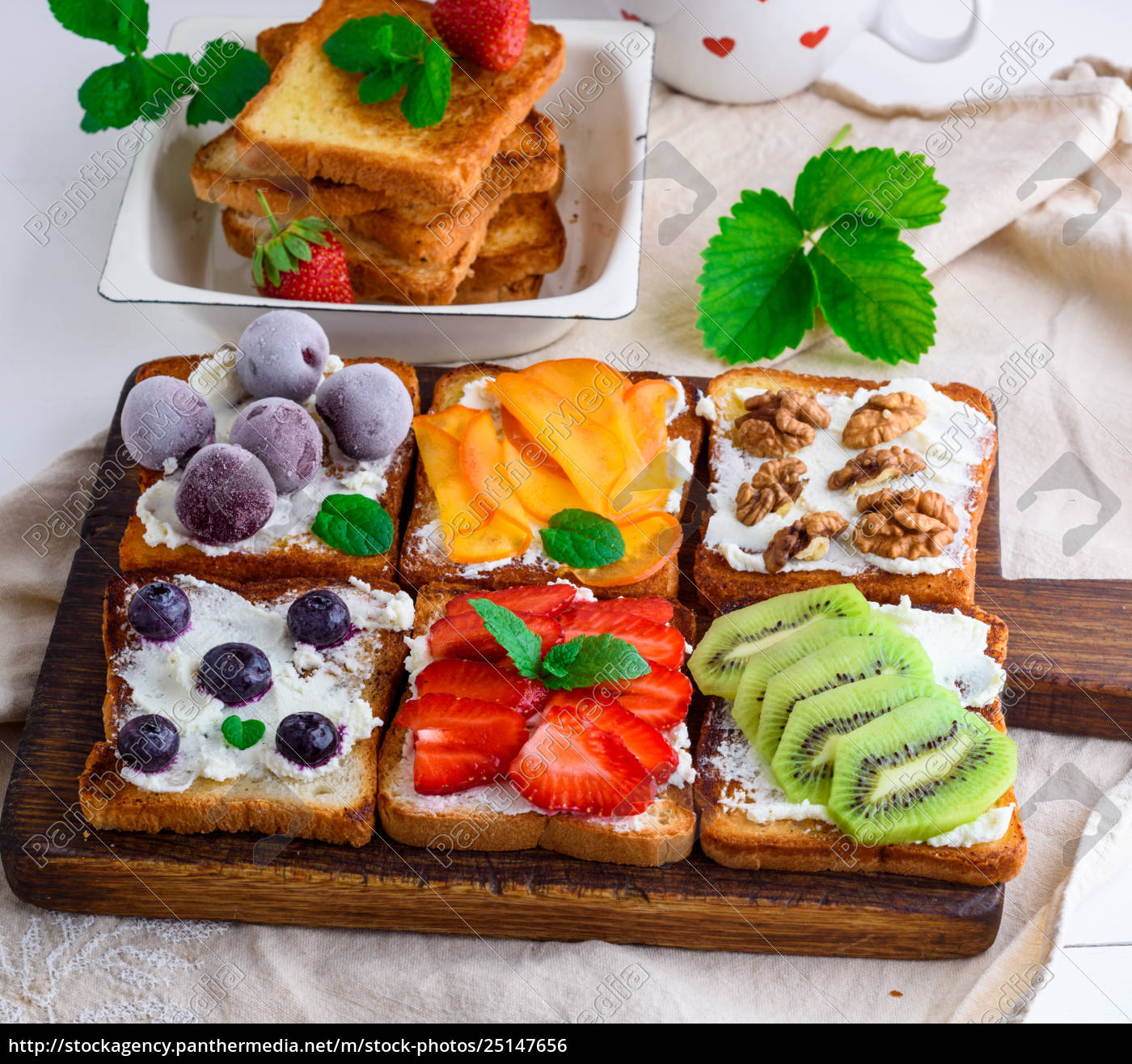 french, toasts, with, soft, cheese - 25147656