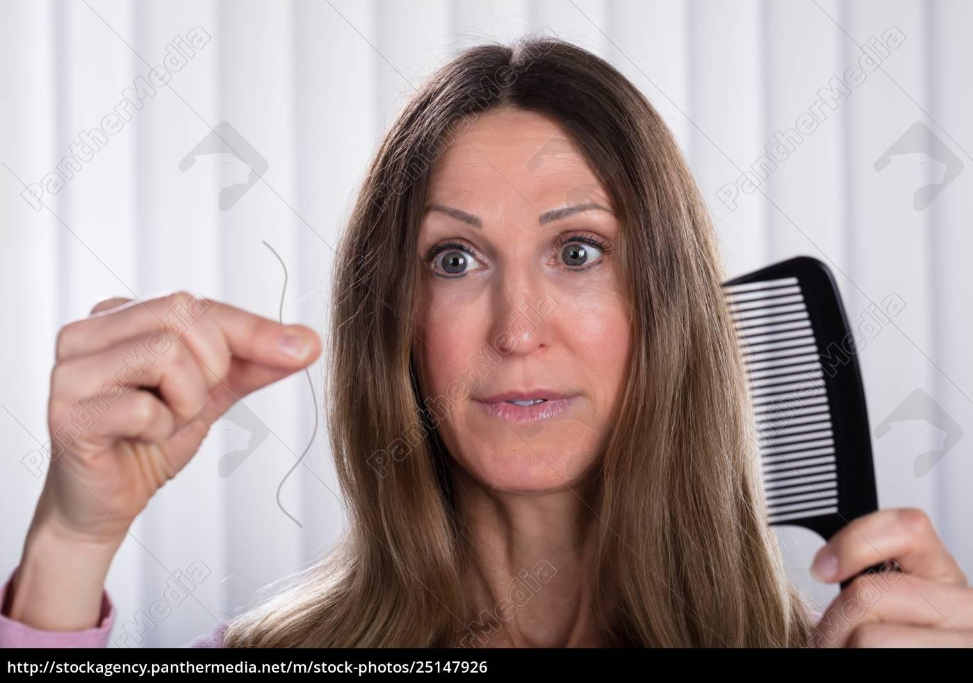 shocked, woman, losing, hair - 25147926