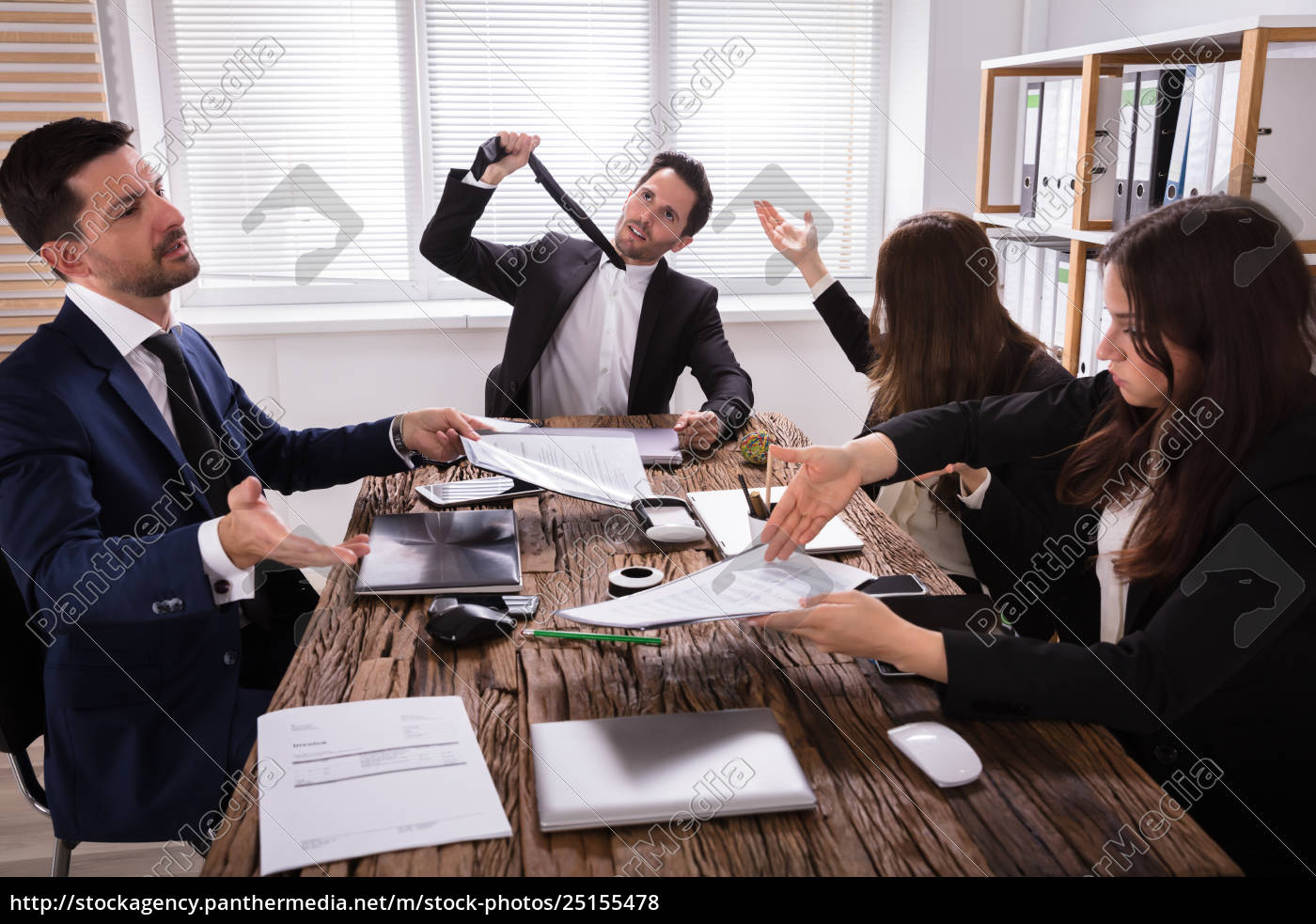 group, of, frustrated, businesspeople, in, meeting - 25155478