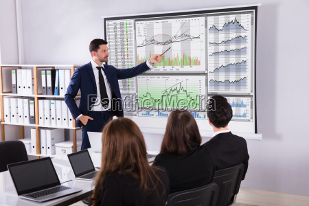 stock, market, broker, giving, presentation, to - 25155586