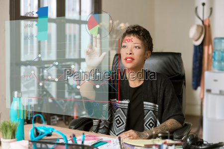 woman, in, her, office, accessing, information - 25164472
