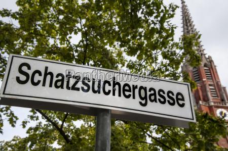 schild schatzsuchergasse auer dult munich bavaria
