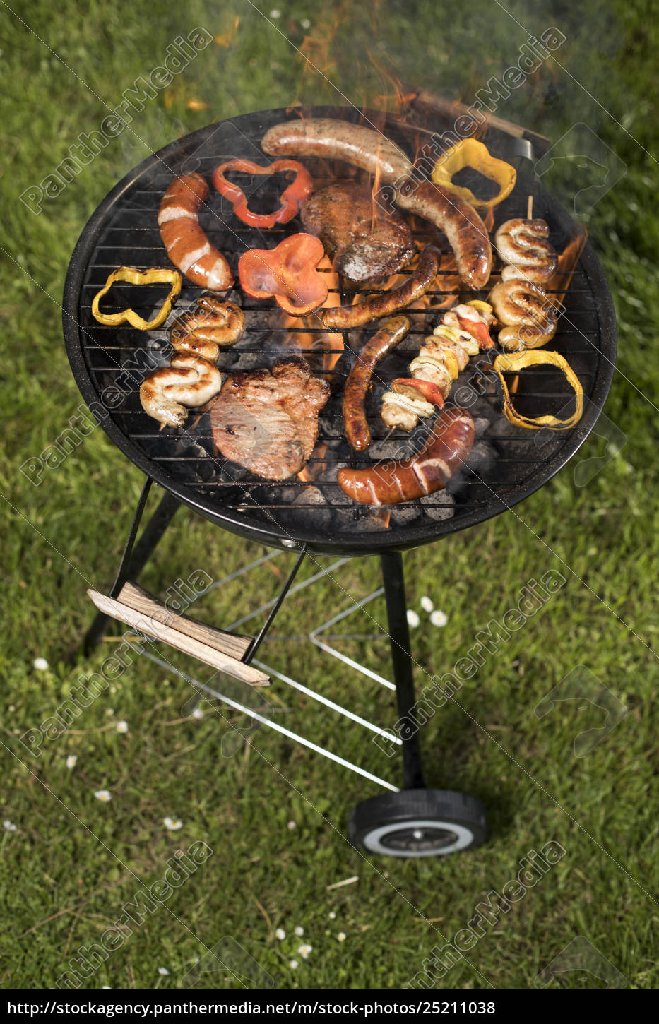grill, with, red, hot, briquettes, , fire - 25211038