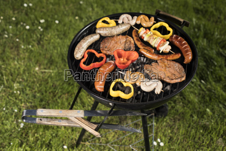 grill, with, red, hot, briquettes, , fire - 25211068