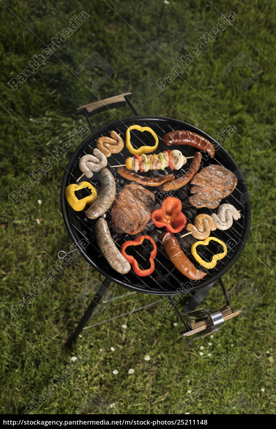 grill, with, red, hot, briquettes, , fire - 25211148