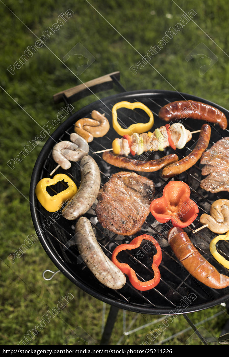 grill, with, red, hot, briquettes, , fire - 25211226