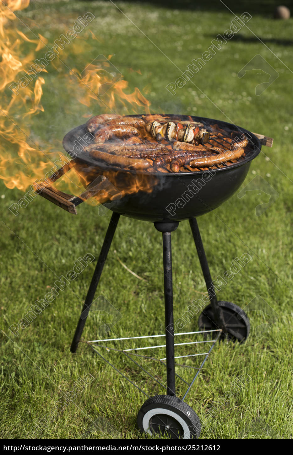 grill, with, red, hot, briquettes, , fire - 25212612
