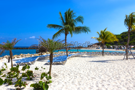 the white sand at sunny day