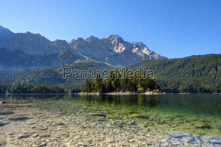 eibsee with sasseninsel and zugspitze at