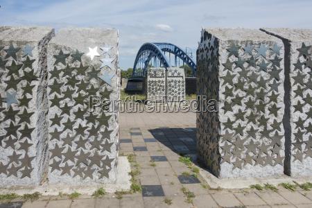 historical story monument cenotaph art work