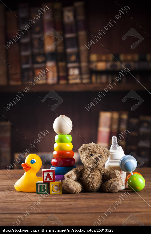 teddy, bear, on, on, vintage, wooden - 25313528