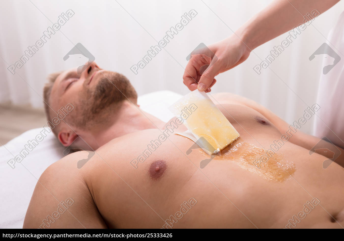 man, waxing, chest, in, spa - 25333426
