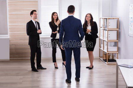 manager, with, his, colleague, having, discussion - 25335942
