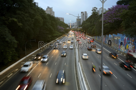 traffic on avenida 23 de maio