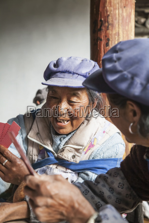 naxi chinese women play card game