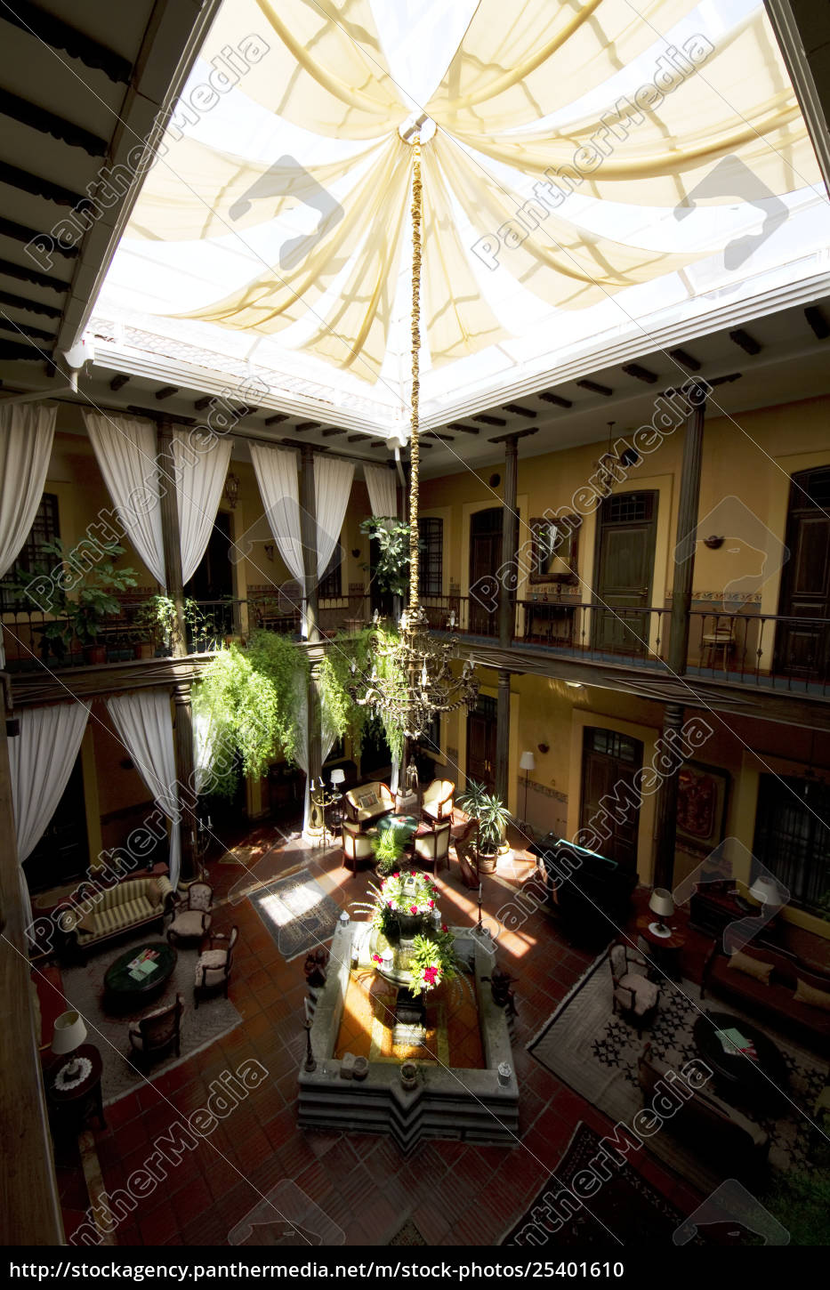 inner, courtyard, of, mansion, alcazar, boutique - 25401610