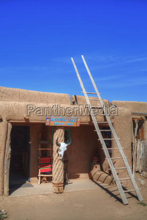 taos pueblo dates to 1000 ad