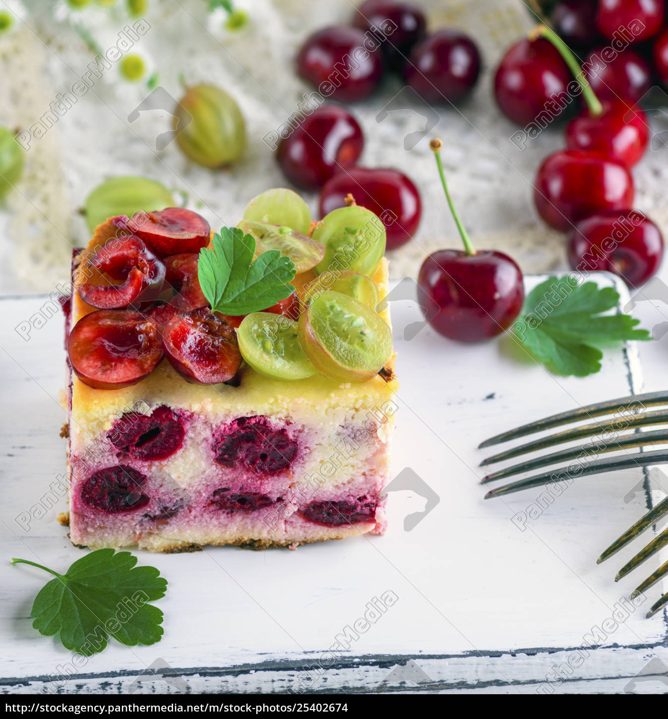 cheesecake, with, cherry, berries, and, homemade - 25402674