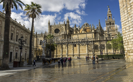 view of seville cathedral and archivio