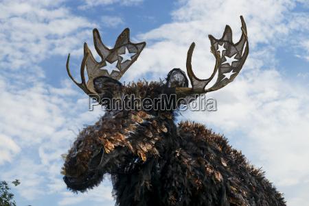 minneapolis convention center moose sculpture winner