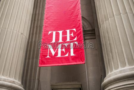 sign for the met metropolitan opera