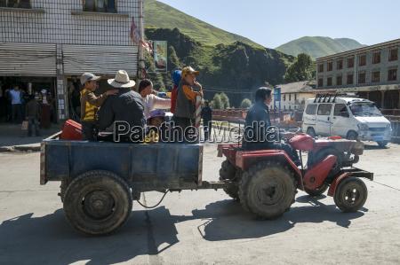 street scene from litang a tibetan