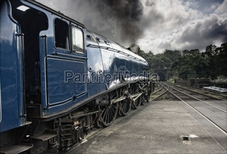 sir nigel gresley train at grosmont
