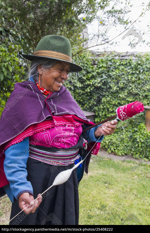 old, woman, spinning, cotton, at, hacienda - 25408222