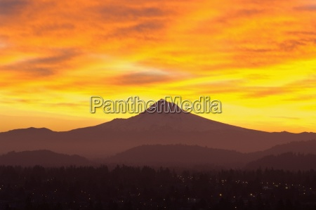sunrise sky over mt hood portland