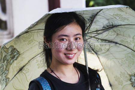 mujer con paraguassuzhoujiangsuchina