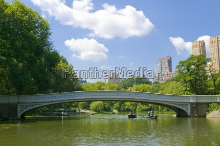 bow, bridge, and, boats, in, central - 25411350