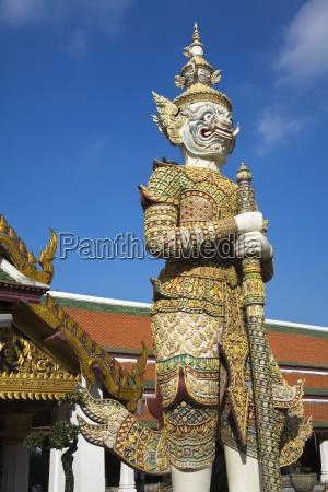 sahassadeja statue at royal grand palace