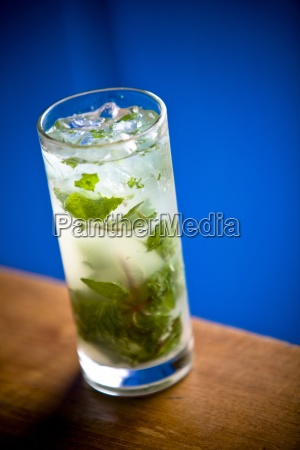 a mojito with ice