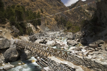 bridge over the dudh kosi river